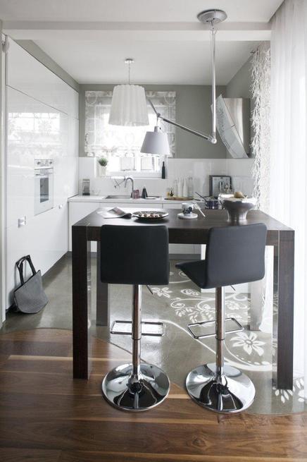 Białe meble kuchenne. Aranżacja nowoczenej kuchni