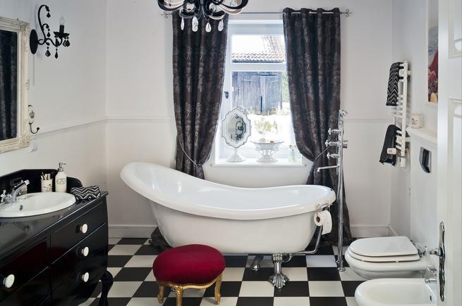Retro meble łazienkowe. Styl vintage we wnętrzach