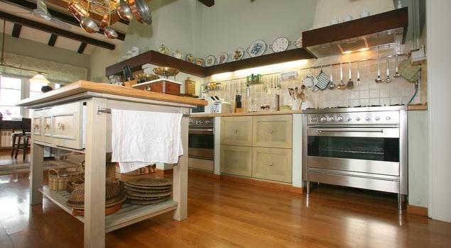 Kuchnia W Stylu Rustykalnym Kuchnia Z Wyspa