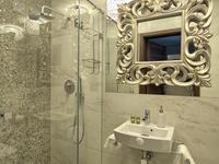 Elegancka aranżacja małej łazienki – styl klasyczny
