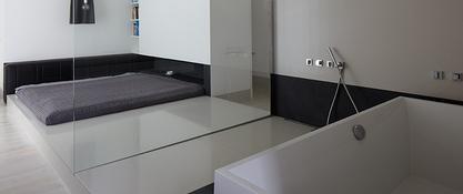 Sypialnia połączona z pokojem kąpielowym 81.WAW.PL